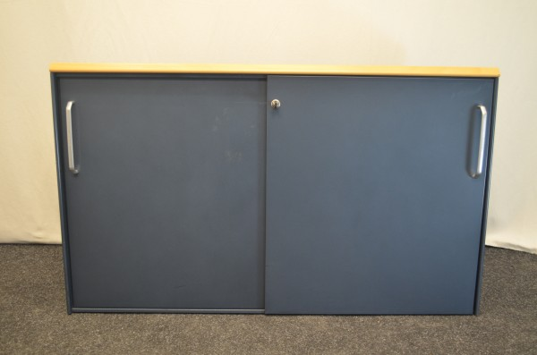 Sideboard 2OH, Buche Corpus, 2x schwarze Schiebetüre, verschließ, gebrauchte Büromöbel