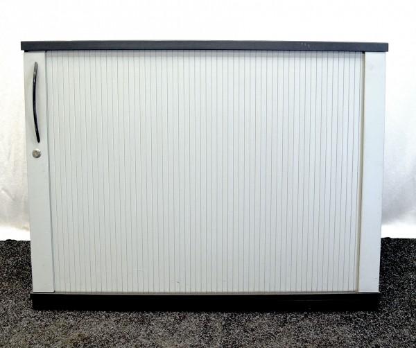 Sideboard 2OH, grauer Corpus, schwarze Ablageplatte, Lamellentür, gebrauchte Büromöbel