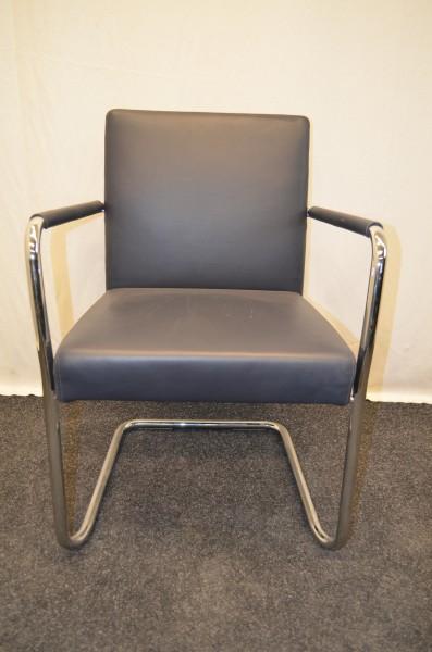 Freischwinger, blaues Leder, Chromgestell, Armlehnen gepolstert, gebrauchte Büromöbel