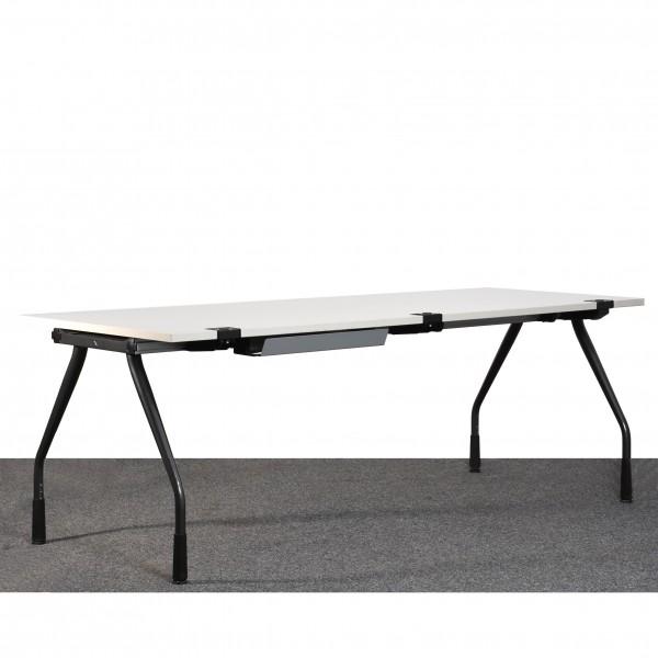 K&N Schreibtisch, höhenverstellbar, lichtgrau, anthrazit, Kabeldurchlass, gebraucht