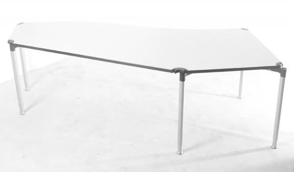 Schreibtisch, ca. 260x110cm, geschwungen, altweiss, höhenverstellbar, gebrauchte Büromöbel