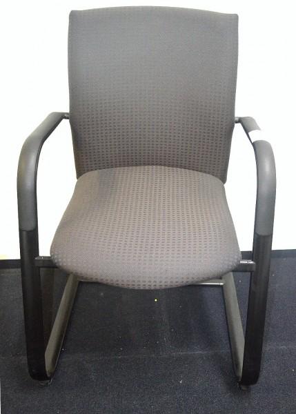 Freischwinger Stoffbezug Farbe grau, gebrauchte Büromöbel