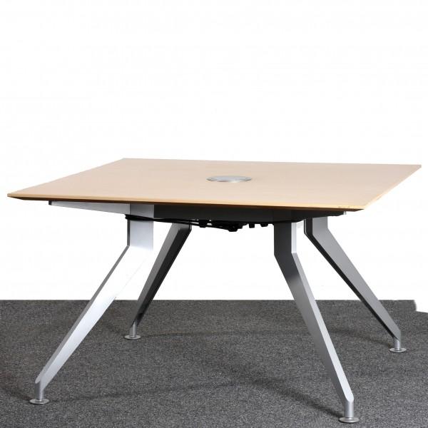 Tisch quadratisch 120x120 cm, Mehrfachsteckdose in Platte versenkbar, Buche, silber gebraucht