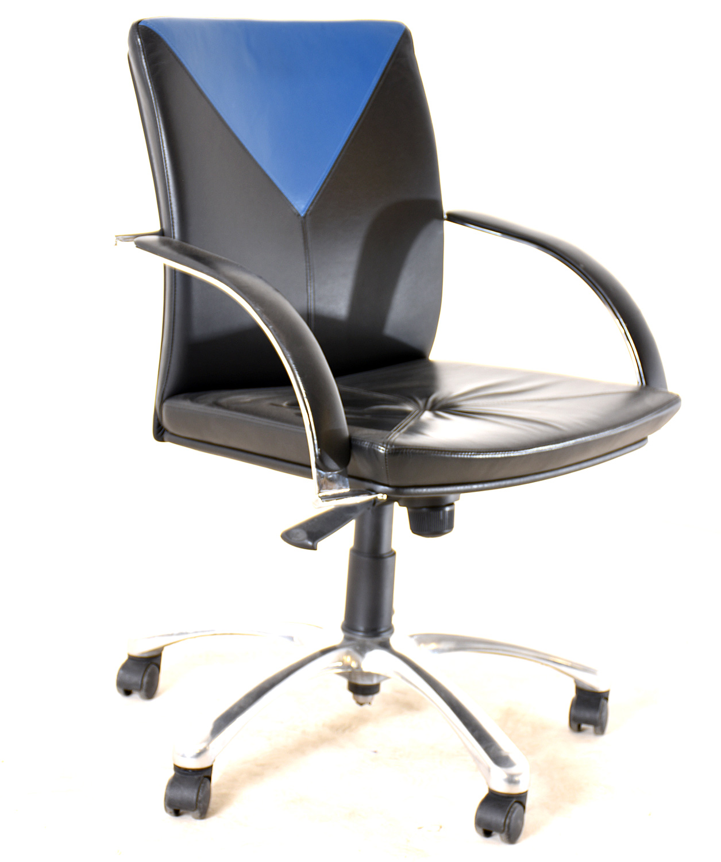 b rodrehstuhl leder schwarz 35623 gebrauchte b rom bel besprechungsst hle st hle. Black Bedroom Furniture Sets. Home Design Ideas