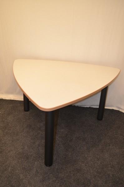 Beistelltisch, 130x140cm, beige, dreieckig, gerundet, gebrauchte Büromöbel