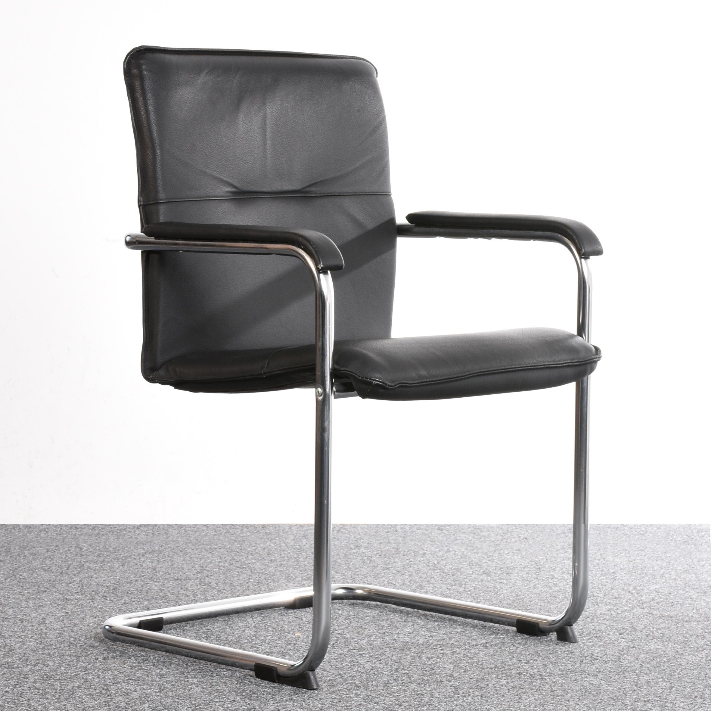 freischwinger leder schwarz chrom gebraucht gebraucht gut g nstig. Black Bedroom Furniture Sets. Home Design Ideas