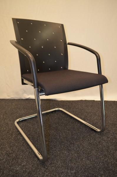 Freischwinger, schwarze Polsterung, fester schwarzer Lochrücken, gebrauchte Büromöbel