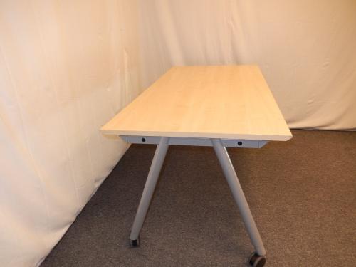 schreibtisch 160x80 buche hell auf gestell mit rollen. Black Bedroom Furniture Sets. Home Design Ideas