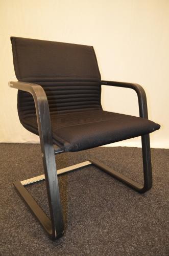 freischwinger wilkhahn schwarze polsterung chrom holz. Black Bedroom Furniture Sets. Home Design Ideas